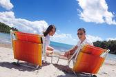 Pareja en la playa — Foto de Stock