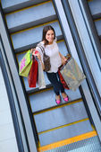 γυναίκα στο εμπορικό κέντρο — Stockfoto