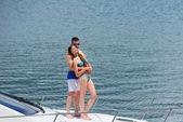 ヨットの上でカップルします。 — ストック写真