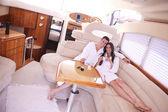 Para na jacht — Zdjęcie stockowe
