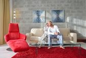 Couple relax at home — Photo