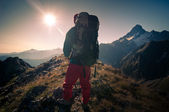 Man hiking — Stock Photo