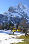 Lente in braunwald, beroemde Zwitserse Ski resort — Stockfoto