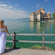 Girl looking at Chillion castle. Geneva lake, Switzerland — Stock Photo