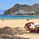 Beach scene. Playa de la Teresitas. Tenerife, Canaries — Stock Photo #20917975