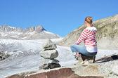 ταξιδιώτη κατά την παγετώνας του ροδανού. ελβετία — Stockfoto