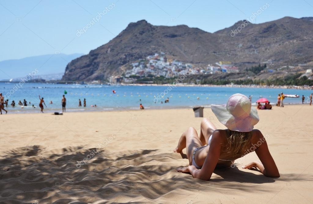 помощь в какой части испании есть белый песок сотрудник