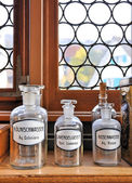 Empty scent bottles in old pharmacy — Stockfoto