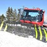 sneeuwschuiver in pizol, beroemde Zwitserse Ski resort — Stockfoto