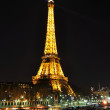PARIS - APRIL 4: Eiffel tower at night on April 4, 2010 in Paris — Stock Photo