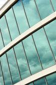 现代化的办公大楼的玻璃墙 — 图库照片