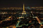 PARIS - APRIL 4: Eiffel Tower at night April 4, 2010 in Paris, — Stock Photo