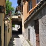 Narrow street of Tremezzo town at the famous Italian lake Como — Stock Photo #21025041