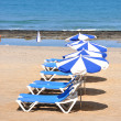 Sunbeds and umbrellas on the sandy beach of Tenerife island, Can — Stock Photo