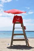 Lifeguard's tower on the beach — Stock Photo