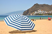 Striped umbrella on the Teresitas beach of Tenerife island. Cana — Stok fotoğraf