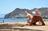 Beach scene. Playa de la Teresitas. Tenerife, Canaries — Stock Photo