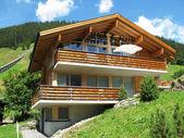 在 muerren,瑞士的度假小屋 — 图库照片