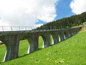 Horská silnice železnice v muerren, slavný švýcarský lyžařské středisko v ši — Stock fotografie