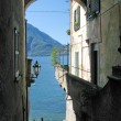 Romantic view to the famous Italian lake Como from Varenna town — Stock Photo