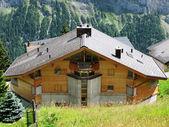 Chaty a chalupy v mueren, slavný švýcarský lyžařské středisko — Stock fotografie