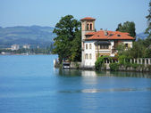 Old mansion in Oberhofen at the lake Thun. Switzerland — Stock Photo