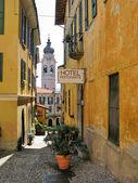 Narrow street of Menaggio, small town at the lake Como, Italy — Stock Photo