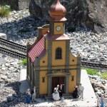 cérémonie de mariage à l'église miniature — Photo