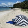 Striped umbrella on a secluded beach of Langkawi island, Malaysi — Foto de Stock