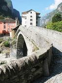 Ancient stone bridge in Bignasca, Southern Switzerland — Stock Photo