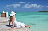 Girl on the wooden jetty looking to the ocean. Exuma, Bahamas — Stock Photo