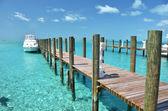 Yacht at the wooden jetty. Exuma, Bahamas — Stock Photo