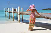 Girl at the wooden jetty looking to the ocean. Exuma, Bahamas — Stock Photo