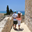 A couple among ancient ruines of Kourion in Cyprus — Stock Photo
