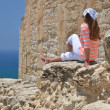 Girl among ancient ruines of Kourion in Cyprus — Photo