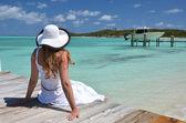 木製の桟橋で少女 — ストック写真