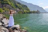 Young woman at Geneva lake, Switzerland — Stock Photo