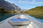 Boat cruising a mountain lake. — Stock Photo