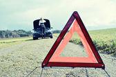 Dziewczyna i trójkąt ostrzegawczy — Zdjęcie stockowe