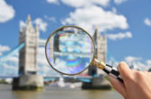 Magnifying glass and Tower bridge — Stock Photo
