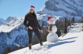 女孩和雪人 — 图库照片