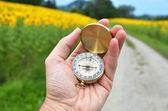 компас в руке — Стоковое фото
