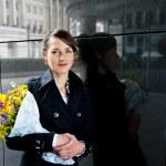 vrouw met bloemen — Stockfoto