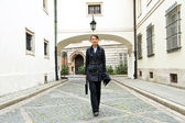 Vrouw lopen naar het werk — Stockfoto