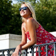 Beautiful young woman in park with big sensual smile and sunglas — Stock Photo