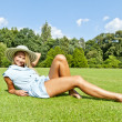 Beautiful young woman with hat in park with big sexy smile doing — Stock fotografie