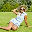 Beautiful young woman with hat in park with big joyfull smile do — Foto de Stock