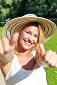 Beautiful young woman with hat in park with big sexy smile and t — Stok fotoğraf