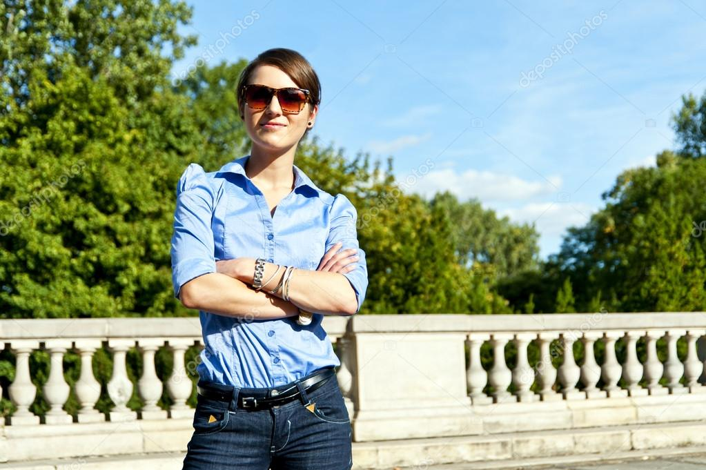 Woman with sunglasses on the travel — Lizenzfreies Foto #14636027