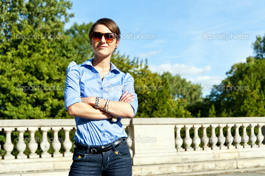 Woman with sunglasses on the travel — Foto Stock #14636027